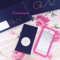 """: iPhone Schutzfolie – Ein altes, jamaikanisches Sprichwort besagt: """"Schönheit ohne Anmut gleicht einer Rose ohne Duft."""""""