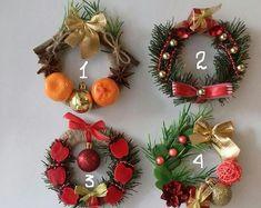 Grapevine Christmas, Merry Christmas, Christmas Mesh Wreaths, Christmas Ornaments, Donald Duck Christmas, Christmas Balls Decorations, How To Make Ornaments, Grape Vines, Holiday Decor