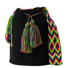 comprar bolso wayuu en madrid, wayuu, croche, bolsos hecho a mano, producto artesanal, bolsos tribales, tribalchic, tribal, bolso artesanal, bolso wayuu, bolsos wayuu, algodon, colombia, bolsos, hecho a mano Cotton Bag, Cotton Thread, Chrochet, Knit Crochet, Crochet Pencil Case, Fabric Drawing, Piercing, Trendy Accessories, Yarn Projects