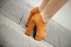 i'm drooling over this ankle boots ...