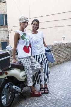 Top UVA SPINA, pantalone DATTERO/pois / T-shirt PESCA, pantalone DATTERO/riga, borsa LIMONE
