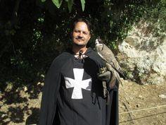 Nuno com um dos falcões.