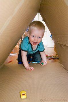 Sans aller jusqu'au labyrinthe, un carton peut aussi se transformer en tunnel #handiy