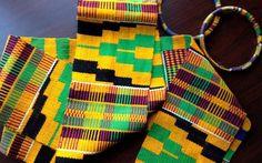 Kente é um tecido tradicional dos povos Ashanti ou Asante que formaram um dos maiores impérios residentes no continente africano, eles ocuparam um grande espaço no mapa e na cultura do continente e imprimiram tudo isso em padrões coloridos nesse tipo de artesanato. noBlack Kente era tecido dos Reis A tradição era ornamentar os reis ...