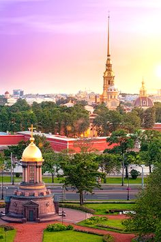 Passem dias e dias a admirar a beleza de São Petersburgo. // Spend days and days admiring Saint Petersburg's beauty