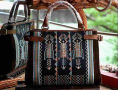 #tenun #Ayutopas #NTT #indonesia #woman #fashion #bag