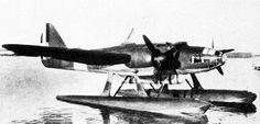 "WW2大戦機botさんのツイート: ""フィアット RS.14 フィアットの子会社であるCMASAがZ.501の後継機として開発した双発の水上機。地中海での海上偵察任務から船団護衛、対潜作戦に従事し、後には爆装用装備を外した海上救難機型とともに地中海を飛び回りました。https://t.co/u7WRAYtvyz"""