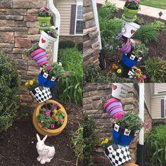 Alice In Wonderland Garden Flower Pots Summer Garden Alice In Wonderland Flowers, Alice In Wonderland Tea Party, Deco Disney, Disney Diy, Diy Garden Decor, Garden Art, Garden Beds, Garden Design, Diy Flowers