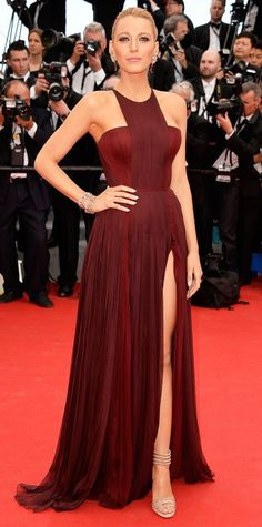 Blake Lively wears a burgundy Gucci gown and Lorraine Schwartz jewelry to the Cannes Film Festival opening ceremony Blake Lively Cannes, Vestido Blake Lively, Mode Blake Lively, Blake Lively Dress, Blake Lively Style, Pretty Dresses, Beautiful Dresses, Gucci Gown, Mode Glamour