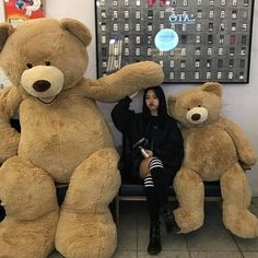 Imagen de ulzzang, girl, and korean Mode Ulzzang, Ulzzang Korean Girl, Ulzzang Couple, Huge Teddy Bears, Giant Teddy Bear, Couple With Baby, Uzzlang Girl, Korean Couple, Instagram Outfits