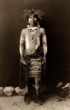 Hopi Snake Dancer in his Costume. It was made in 1900 by Edward S. The photo illustrates a Hopi snake dancer full-length portrait, standing, facing front. The man has painted his face and body Native American Photos, Native American Tribes, Native American History, Indian Tribes, Native Indian, Red Indian, Hopi Indians, Arizona, Into The West