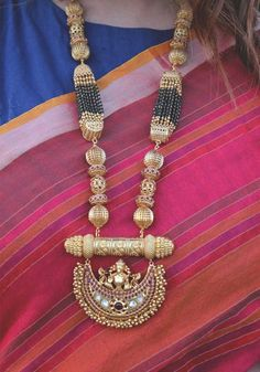 Royal Temple Work Long Necklace With Black Beads Gold Mangalsutra Designs, Gold Jewellery Design, Gold Jewelry Simple, Trendy Jewelry, Fashion Jewelry, Gold Fashion, Fashion Necklace, Rakhi, Temple Jewellery