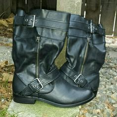 ☆HP☆ NWOT Report Black Helsinki Boot Report Black Helsinki Boot This Motorcycle style Boot Features:     synthetic upper     buckle and strap accents     side zipper for an easy on and off     lightly padded insole     synthetic outsole     raised heel Report Shoes Combat & Moto Boots