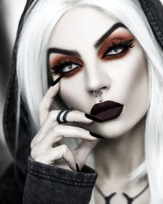 Girl Vampire Makeup, Queen Makeup, 3d Printed Jewelry, Lovely Eyes, Gothic Makeup, Classy Girl, Love Your Skin, Knuckle Rings, Midi Rings