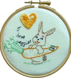 LA DIESSE DEL '67: MI PIACCIONO LE VERDURE, SI' #hoop_art #vintage #embroidery #broderie #natale #punto_erba #punto_pieno #50s #rabbit #veggies