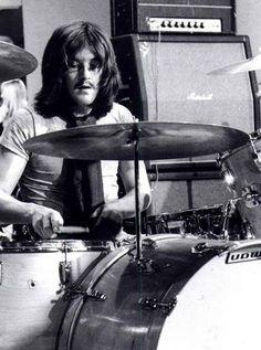 ~John Bonham/Led Zeppelin~ and other great drummers celebrated at the School of Rock in L. John Paul Jones, John Bonham, Jimmy Page, Great Bands, Cool Bands, Robert Plant Led Zeppelin, School Of Rock, Greatest Rock Bands, Rock Music