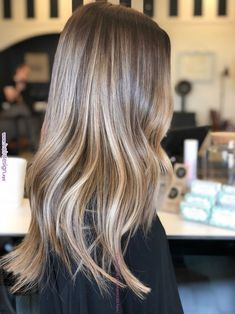 Honey Blonde Hair, Blonde Hair Looks, Blonde Hair With Highlights, Platinum Blonde Hair, Brunette Hair, Carmel Blonde Hair, Brunette Color, Brown Hair Balayage, Hair Color Balayage