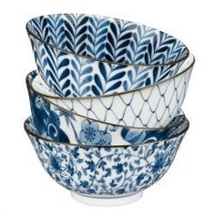 Japanese Rice Bowl with blue ornaments Japanese Ceramics, Japanese Pottery, Ceramic Pottery, Ceramic Art, Japanese Rice Bowl, Japanese China, Cocina Shabby Chic, White Dishes, Rice Bowls