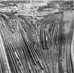 Circa 1950s view of Ivy City coach yard in Washington, D.C. The B and PRR lines to New York are at the far right, B's line up the Potomac Valley is at the lower left, and Ivy City engine terminal is at top right. (Classic Trains magazine collection)