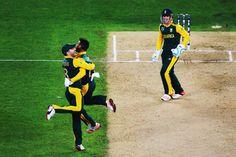JP Duminy celebrates the wicket of Ross Taylor