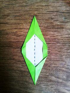 ダリアの折り方(ひかりとり紙/トランスパレントスター/折り紙/花) | うっとりがみ/おりがみサンキャッチャーを作ろう! Christmas Stars, Origami, Cards, Stars, Origami Paper, Maps, Playing Cards, Origami Art