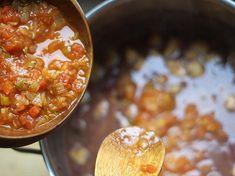 Fríjoles con Pezuña - AntojandoAndo Colombian Food, Colombian Recipes, Frijoles, Chana Masala, Chili, Soup, Ethnic Recipes, Alice, Vestidos
