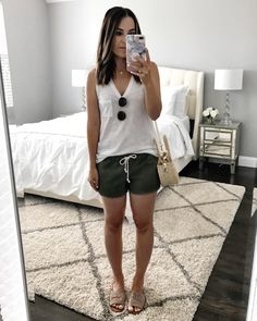 Flat lays come to life mrscasual Shorts Outfits Women, Summer Shorts Outfits, Dressy Shorts, Casual Summer Outfits, Short Outfits, Cute Outfits, Outfit Summer, Men's Shorts, Woman Outfits