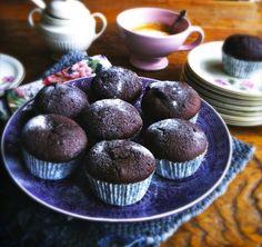 'Mijn decadente chocolade muffins' zijn erg rijk en vol van smaak omdat ze met échte chocolade en een scheutje Amaretto worden gemaakt. En dat proef je!!