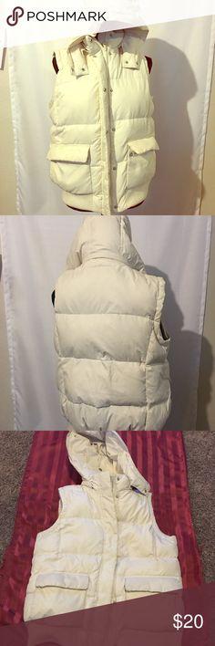 Gap puffer vest Gap off white puffer vest, very warm. GAP Jackets & Coats Vests