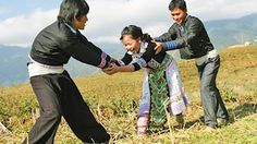 ❦ Tục bắt vợ (Kéo vợ, cướp vợ) của người H'mông là văn hóa hay hủ tục ❦ - YouTube