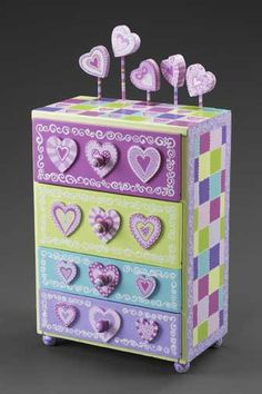 4 drawer small chest or jewelry case in pink, lavender, green and turquoise......(aaaawwww.....this is so cute!)....