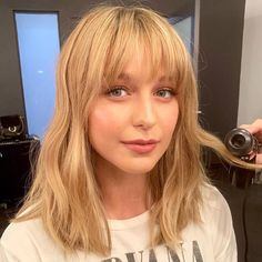 Picture of Melissa Benoist Oval Face Bangs, Oval Face Haircuts, Hot Haircuts, Haircuts With Bangs, Hairstyles With Bangs, Bang Haircuts, Full Fringe Hairstyles, Bangs Hairstyle, Honey Blonde Hair Color