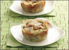 Lasagna Cups (using wonton wrappers) - 165 calories per cup - Hungry Girl. Takes just as long as real lasagna, just without cooking noodles. Wonton Recipes, Ww Recipes, Appetizer Recipes, Cooking Recipes, Healthy Recipes, Appetizers, Recipies, Eggroll Wrapper Recipes, Loaf Recipes