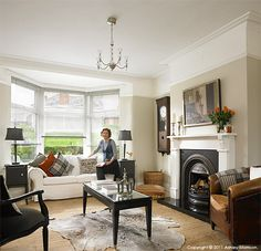 Janet Hamilton in the living room of her newly refurbished semi detached house in Belfast. 1930s Living Room, Victorian Living Room, Living Room Interior, Home Living Room, Victorian Hallway, Living Area, Style At Home, 1930s Semi Detached House, 1930s Home Decor
