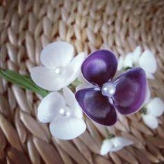purple & white seashell hydrangeas #seashellsinbloom #newportri Seashell Ornaments, Seashell Art, Seashell Crafts, Beach Crafts, Flower Crafts, Crafts To Sell, Diy Crafts, Seashell Projects, Shell Flowers