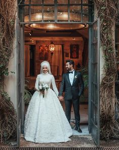 You can find different rumors about the annals of the marriage dress; Muslimah Wedding Dress, Muslim Wedding Dresses, Bridal Dresses, Wedding Gowns, Flower Girl Dresses, Bridal Hijab, Marriage Dress, Wedding Couple Poses Photography, Muslim Couples