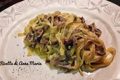 Fagottini di pasta sfoglia con salsiccia - Le Ricette di Anna Maria Antipasto, Penne, Cabbage, Vegetables, Pancetta, Dolce, Ricotta, Food, Bahia