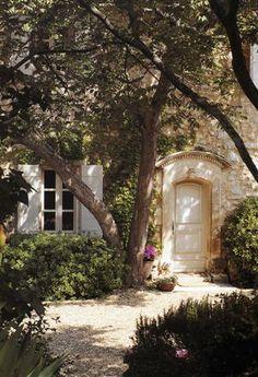 Courtyard in Provence. Courtyard in Provence. Exterior Design, Interior And Exterior, Beautiful Homes, Beautiful Places, Provence France, French Country House, Country Living, French Farmhouse, Country Life