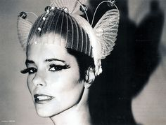 My favorite person in the world: Parker Posey. Parker Posey, Halloween Photos, Vintage Halloween, Headdress, Headpiece, Green Garland, Dress Up Costumes, Portrait Inspiration, Celebs