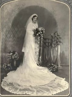 Vintage Wedding Photos, Vintage Weddings, St Paddys Day, Queen Elizabeth Ii, Vintage Cards, Brides, Bouquet, Gowns, Retro