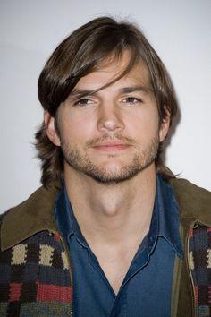 http://www.fotoneria.com/images/ashton-kutcher/5/ashton-kutcher-sex-friends-photocall-paris-01092011-10.jpg