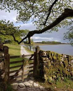 🇬🇧 Gate on the path (Melham Tarn, Yorkshire, England) by Jen ( – Garden Paths Yorkshire Dales, Yorkshire England, Cornwall England, Places To Travel, Places To See, Places Around The World, Around The Worlds, Beau Site, English Countryside