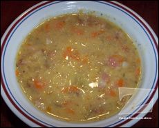 Soupe aux pois cassés (mijoteuse) Soup Recipes, Vegan Recipes, Cooking Recipes, Canadian Food, Clam Chowder, Looks Yummy, I Want To Eat, Cheeseburger Chowder, Crockpot