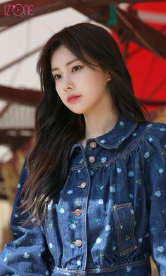 Kpop Girl Groups, Korean Girl Groups, Kpop Girls, Beautiful Chinese Girl, Yu Jin, Japanese Girl Group, Famous Girls, K Idol, Kim Min