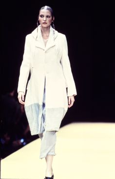 Comme des Garçons Spring 1993 Ready-to-Wear Fashion Show Collection