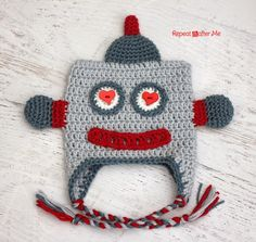 FREE Pattern by Repeat Crafter Me: Crochet Lovebot Robot Hat