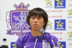 [ FUJI XEROX SUPER CUP 2013 ] 開催発表会見 「2008年に出場した時には天皇杯準優勝という形だったのですが、今回はリーグ戦チャンピオンとしてこの一戦に臨むことができます。シーズン最初の試合ですし、いいスタートを切れるように準備して、そのあとのACLにいい形でつなげていけるように、何としても勝ちたいと思っています」と語る佐藤寿人選手(広島)。  ☆大東和美Jリーグチェアマンコメント ☆佐藤寿人選手(広島)・工藤壮人選手(柏)コメント ----------- ★新シーズンの開幕を告げる大会が今年も!★ FUJI XEROX SUPER CUP 2013 2013年2月23 日(土)13:35キックオフ/国立 サンフレッチェ広島 vs 柏レイソル 【チケット情報】1月19日(土)10:00より一般販売開始!  2013年1月17日(木):JFAハウス