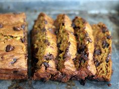 Healthy Pumpkin Zucchini Chocolate Chip Bread - this bread super moist, low fat and incredibly delicious!