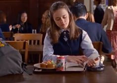11 Times Rory Gilmore Was The Voice Of Bookworms Everywhere On 'Gilmore Girls'