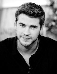 Liam Hemsworth, i fricken love his gorgeous eyes Beautiful Men Faces, Beautiful Boys, Gorgeous Men, Hello Gorgeous, Beautiful People, Hot Actors, Actors & Actresses, Liam Hamsworth, Hemsworth Brothers